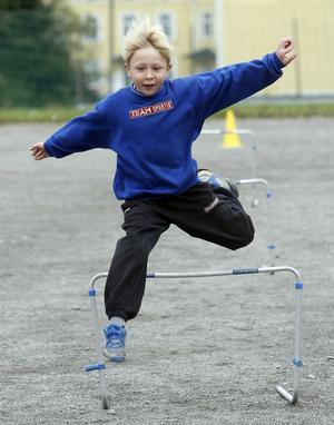 Nikolaj Zukov, åk 2, visade prov på fin häckteknik.– Men längdhopp är roligast.