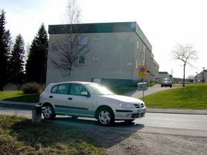 På den här platsen påstod Tomas Quick att han hade parkerat sin bil när han förde bort Johan Asplund. Men trots att det cirkulerade massor av folk i området vid den tiden har ingen sett varken bilen, Quick, eller Johan på platsen.