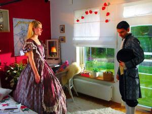 Sam (Shahriyar Latifzadeh) drömmer om ett minne för livet och möter Hanna (Hanna Alström).foto: Noble Entertainment