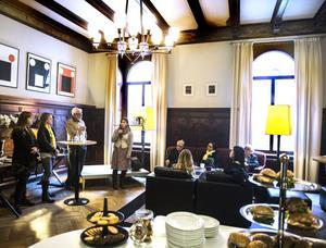 Svenska Deckarakademien har frukostmöte på Hotell Knaust under deckarfestivalen. Från vänster: Kerstin Bergman, moderator Lotten Glans, Bo Lundin och författaren Åsa Larsson.