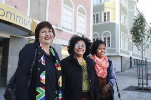 Prescilla Edmonds, Hyacinthia Naidoo och Nokuthula Dubcrzane från Sydafrika besökte Hudiksvall för att nätverka och se hur Sverige och den svenska skolan jobbar med miljö och hållbar utveckling.