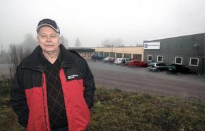 Sixten Granberg som äger företaget Edsbyporten AB har i höst nyanställt tio personer. - Här har vi inte märkt av någon lågkonjunktur, säger han.