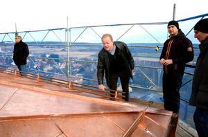 Anders Islén har varit besiktningsman under hela projektet och gör slutbesiktningen av plåtarbetet.