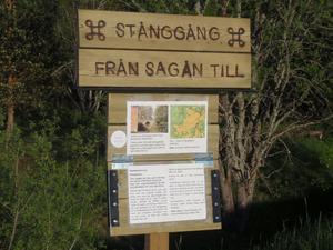 Informationstavla om Stånggången från Sagån vid Kyllinge kvarn till Lovisebergsgruvan i närheten av Hillingen. Denna skylt är sponsrad av Sivert Nord.Bild: Leif Lindstedt