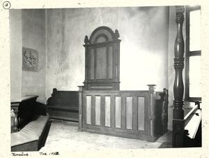 Riksbänken. Herrskapets kyrkbänk i Tillberga kyrka blev rikskänd i början av 50-talet när greve Arran Hamilton slogs för att den skulle överleva restaureringen.