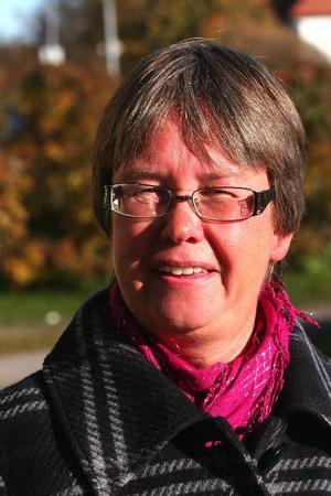 Skolchef Eva Fors tillbakavisar bestämt kritiken mot sin rektor i Harmånger:– Hon är inte mer borta från skolan än vad som är normalt för kurser och rektorskonferenser.