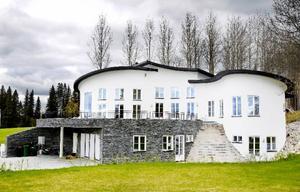 """""""Villa Victor"""" är ett exempel på fantasifullt nyskapande som både bygger på tradition och omgivningens förutsättningar, tycker Heimbygdas byggnadsvårdskommitté.Foto: Henrik Flygare"""
