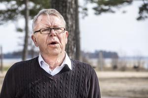 Allsång på Stenö fyller ett behov hos pensionärer som inte tar sig ut på somrarna, säger Mats Hanold. Nytt för året är att nybildade föreningen Stenös vänner ordnar buss dit ut.