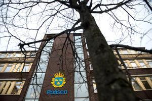 Tjuvar har brutit sig in i en villa på Jungmansvägen i Bydalen.