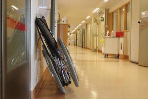 En svensk studie visar att flytt av intensivvårdspatienter ökar risken att dö med 24 procent, skriver debattören.