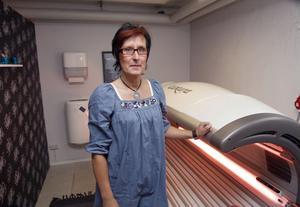 Man ska ha förståelse och respekt för riskerna men det är var och ens ansvar, menar Monika Engblom som driver ett privat solarium i Ljusdal.