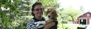 Peter Randmaa med sin beagle Ronja. Foto: Nina Zarjesdotter