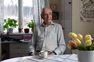 Erik Ström fick inte följa med i sjuktransporten, chauffören skulle ha kontant betalt.