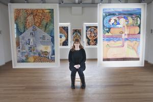 """Ulla Granqvists utställning """"Allt är ett/Ullas ark"""" hänger inne på Ahlbergshallen från och med lördag 12.00."""