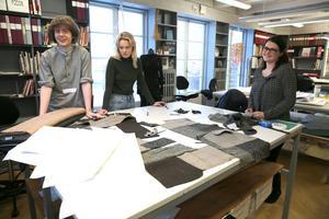 Olof Reinhammar Vikstrand, Alva Markusson och Anna Forslund går Modeakademin och de jobbar med sina egna kollektioner.