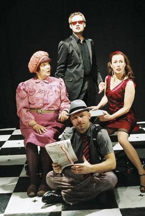 """""""No Way to Treat a Lady"""". I kväll spelas den musikaliska thrillerkomedin i Gävle. Aktörer på scenen är Birgit Carlstén, Jonas Samuelsson-Nerbe, Joachim Bergström och Mia Poppe."""
