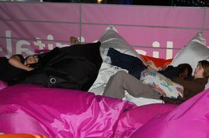 Telia erbjöd en plats att sova på höjd över ett hav av skärmar
