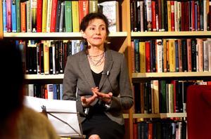 Solveig Bergqvist Larsson har kommit med sin första skönlitterära roman, här berättar hon om boken Ögona böj på Hedemora bibliotek.