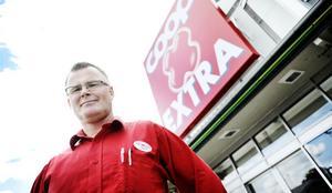 Butikschef Stefan Johansson säger att de jobbat hårt för att bli den billigaste butiken i Bollnäs. Och visst är han nöjd.