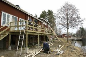 Byggandet är intensivt för att hinna till sommarsäsongen.