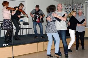 I Falurummet var det dans non-stop, här till Elvings kapell. Foto: Lennart Cromnow