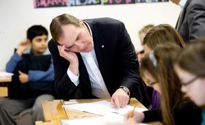 Fräckt. När Stefan Löfven (S) i går i Västerås inledde en skolturné passade den borgerliga regeringen på att knycka förslaget om mindre klasser. Foto: Per G Norén