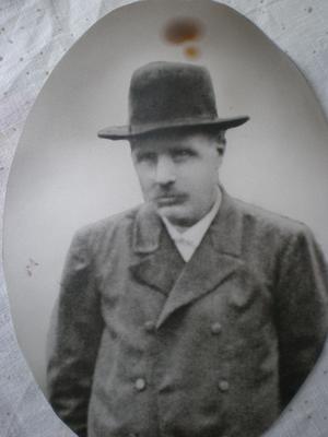 Carl Olof Damin var tvillingbror till Robert och föddes 1832.