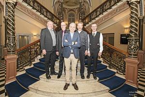 På bilden från vänster: Anders Olsson, Mats Wiklund, vd Javier Navia, Johan Wiberg och Lennart Nyberg.