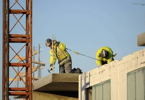 Flera större byggprojekt är på gång, något som skapar sysselsättning inom bygg och anläggning. Foto: TT