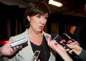 Socialdemokraterna spelar nu ett högt spel. Genom att utse Wanja Lundby-Wedin till syndabock gör Mona Sahlin i praktiken som LO-ordföranden gjort i AMF-affären. Hon lägger skulden på andra.