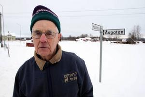 Lennart Busk hoppas att kommunen ska nappa på att Anna Carin Olofsson-Zidek får sin egen väg i hembyn döpt efter sig. foto: håkan degselius