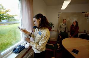 Christina Smith bokar in ett av dagens möten med en kvinna i Sundsvall. Det första sammanträffandet blev kort och nu vill kvinnan veta mera om mormonernas kyrka.