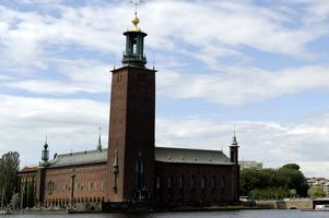 Med tanke på arbetsmarknaden kanske Avesta borde skicka några arbetslösa till Stockholm.