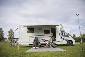 Två av turisterna som valde Vildmarksvägen i somras: Gunnar och Eva Holtan från Porsgrunn, Norge.