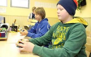 Speedcubing går ut på att lösa en Rubiks kub på tid. Världsrekordet för en vanlig Rubiks kub är 5,66 sekunder och sattes av australiensaren Feliks Zemdegs 2011.
