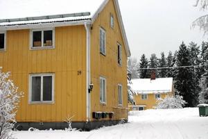 FIXAS? I området Vallgrind i Söderfors står några av de förfallna fastigheter som nyligen sålts.
