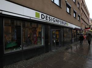 – Vi tror att staden kommer att dö ut om de stänger av i centrum, säger butiksägaren Kaija Valtonen.