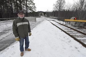 Sista tåget över Oxbergsbron följdes av Mats Elfqvist från Älvdalen som här väntar på tåget.