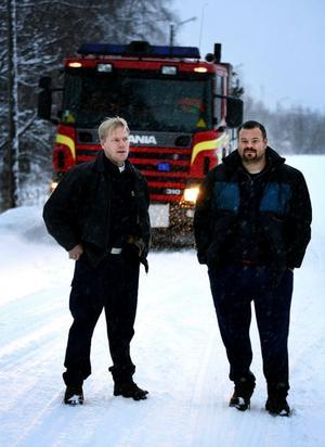 Thomas Johansson, styrkeledare, och Stefan Strandlund, skyddsombud, i Söråker menar att underhållet på vägarna har försämrats vintertid.