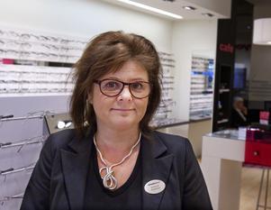 Madelaine Wahl på glasögonbutiken Smarteyes har haft full rusch under hela provavstängningen.– Men många äldre kunder som åker bil har sagt att det blivit krångligt att ta sig hit, säger hon.