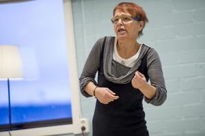 Birgitta Landfors berättade för eleverna vid Praktiska gymnasiet om hennes liv som missbrukare och rop efter kärlek.