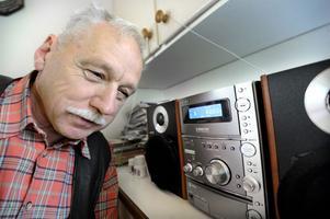 Stefan Anselius i Grycksbo tycker att Radio Dalarna diskriminerar äldre lyssnare.