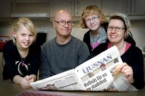Familjen Larsson i Bollnäs, pappa Tomas, mamma Sofia och barnen Frida och Klara, prenumererar på Ljusnan. Att läsa lokaltidningen ser de som en självklarhet.