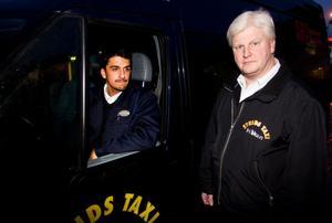 Flera taxichaufförer mår dåligt efter det misstänkta sexbrottet förra veckan. Det sätter en stämpel på hela skrået, tycker Mikael Svensson och Håkan Strid på Strids Taxi i Marmaverken.