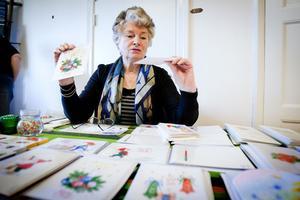 Maith Francius har målat och tecknat i hela sitt liv. På Räfsnäsgårdens höstmarknad erbjöd hon sina unika julkort, målade i akvarell.