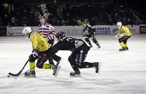 När de båda lagen möttes på Hällåsen förra säsongen vann Broberg med 5–2 på annandagen.
