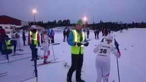 Maja Pålsson och Inez Stjärna står beredda att ge sig iväg i jaktstarten för D11.