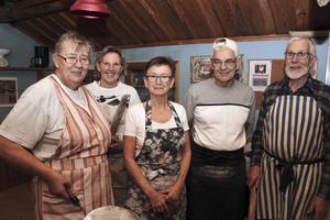Bagargänget som fixade tunnbrödet. Från vänster: Marianne Wikström, Malin Myrsell, Lena Fullsta Persson, Mats Edvardsson och Göran Wikström.
