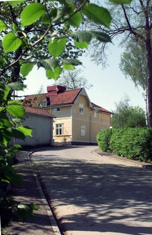 Västra Blåsbo. Den här fastigheten, förr kallad Villa Nordmark, i korsningen Fågelvägen-Föreningsgatan ligger strax utanför Norrmalms norra stadsdelsgräns.