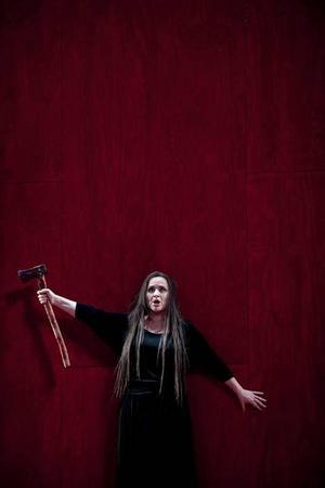 """HÄMNARE. Katarina Dalayman i """"Elektra"""". De blodiga dåden syns inte på scenen men hörs i musiken."""